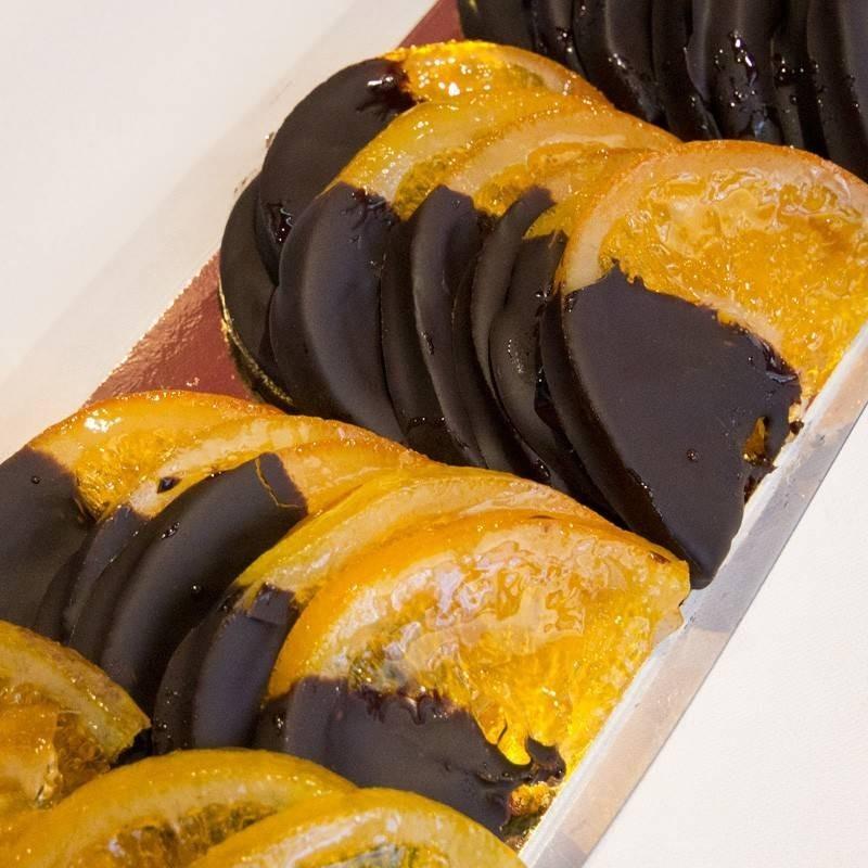 Naranjas artesanas cubiertas de chocolate