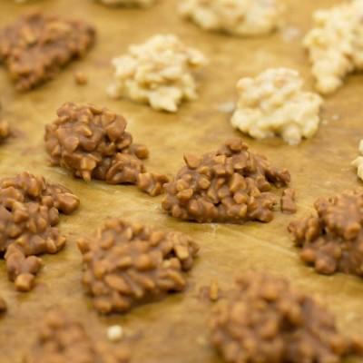 Bombones artesanos de chocolate y roca de almendra